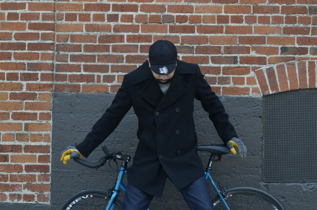 man with bike model for elite gloves