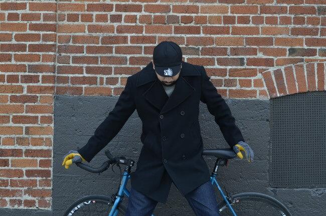 man with bike model for elite gloves